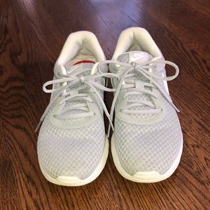 Women's Nike tanjun sneakers/tennis shoes